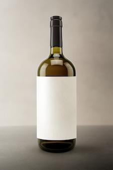 Leeres etikett, weinflaschen-getränkeverpackung und branding