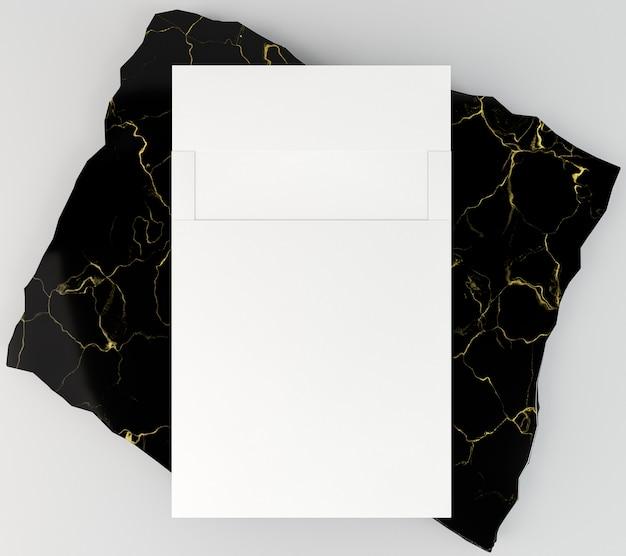 Leeres firmenbriefpapier auf dunklem luxusmarmor