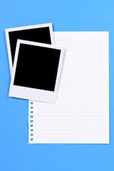 Leeres foto druckt mit schreibpapier