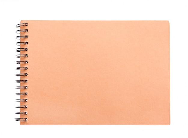 Leeres gewundenes braunes papier des notizbuches der vorderen abdeckung braunes papier lokalisiert auf weiß