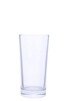Leeres glas getrennt auf einem weißen hintergrund