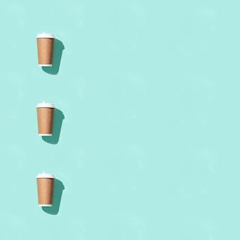 Leeres handwerk nehmen große pappbecher für kaffee oder getränke weg, verpackungsschablonenmodell.