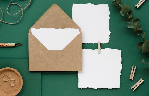 Leeres hochzeitsbriefpapier flach gelegt
