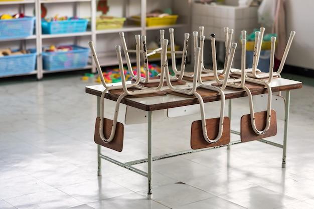 Leeres kindergarten-klassenzimmer. ende des semesters