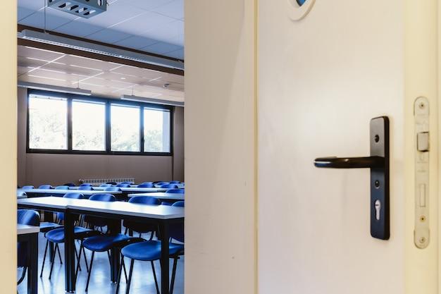 Leeres klassenzimmer in der bildungsuniversität