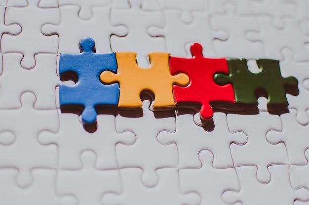 Leeres kopienraumgeschäft des puzzle-paares