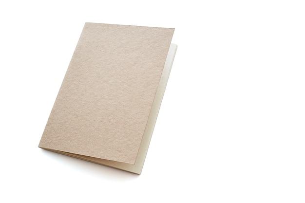 Leeres notizbuch auf einem weißen hintergrund