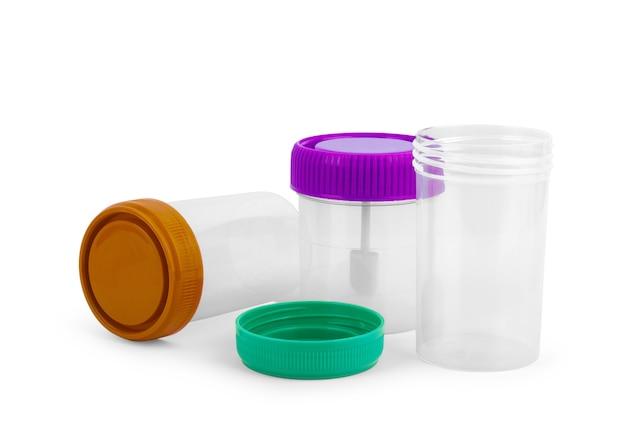 Leeres plastikglas mit grünem deckel für medizinische tests und materialsammlung