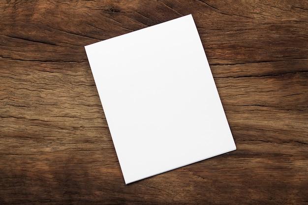 Leeres porträtmodellpapier