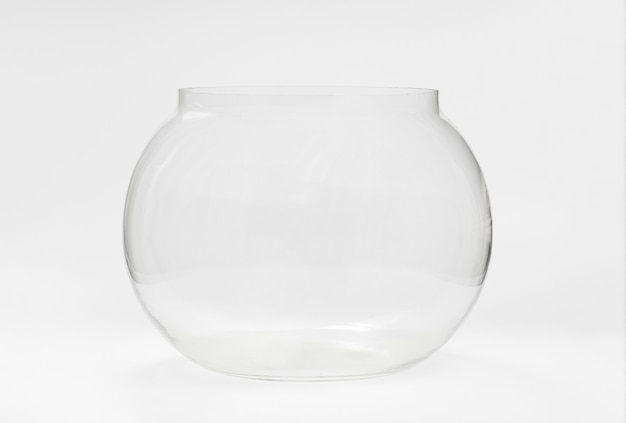Leeres rundes glasaquarium. waren und zubehör für haustiere. aquarium für fische und als dekorationselement vase.