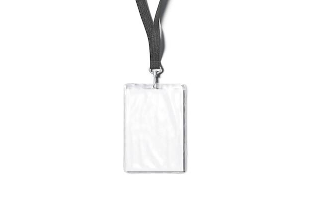 Leeres schwarzes schlüsselband mit laminiertem namensschild-mock-up isolierte leere visitenkarte auf string-mockup