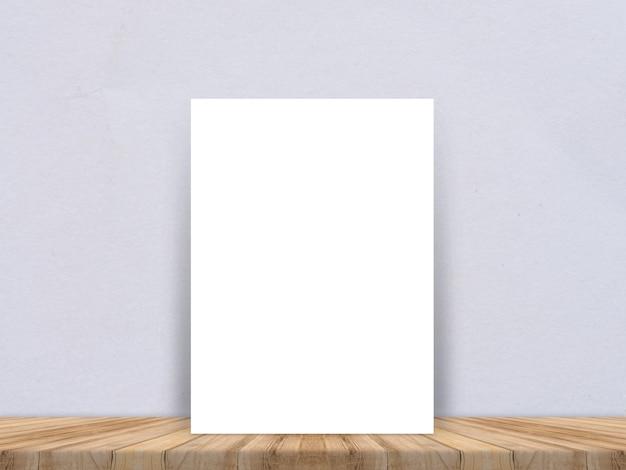 Leeres weißbuchplakat an der tropischen plankenbretterboden- und -papierwand, schablonenspott oben für das hinzufügen ihres inhalts, lassen seitenraum für anzeige des produktes