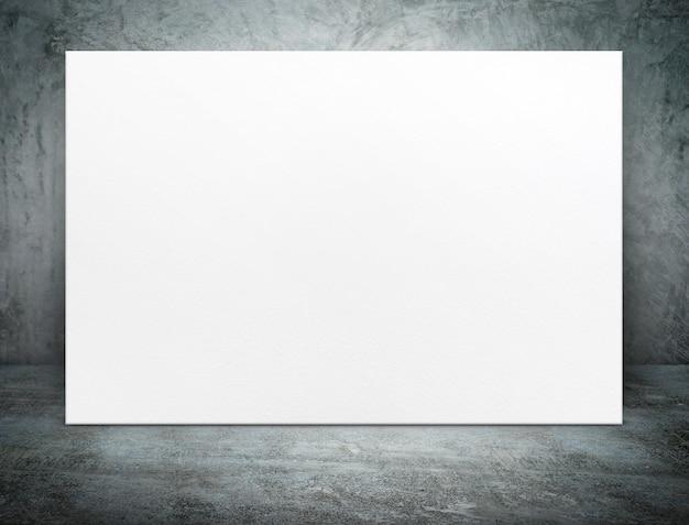 Leeres weißbuchplakatsegeltuch am schmutzbetonraum