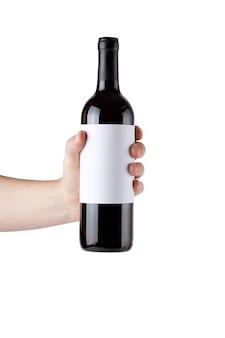 Leeres weißes etikett auf der flasche rotwein in der hand lokalisiert.