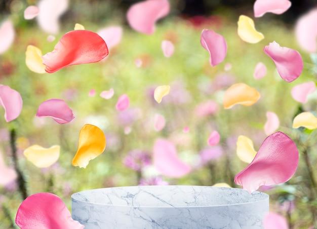 Leerzeichen von podium und blütenblatt für kosmetische produkte