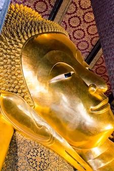 Legen des buddha-tempels in bangkok, thailand