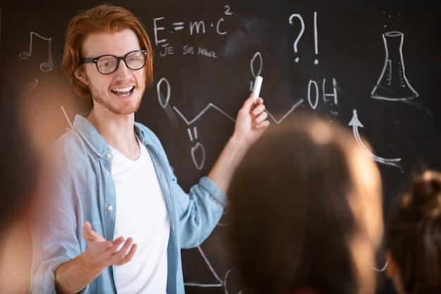 Lehrer erklärt lektion