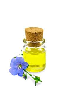 Leinöl in einer glasflasche mit blauer flachsblume lokalisiert auf weißem hintergrund
