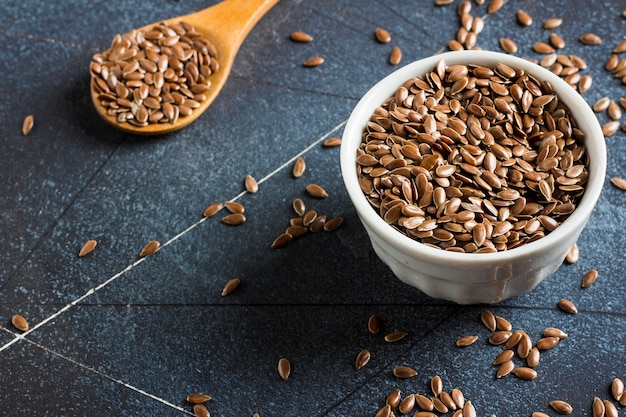 Leinsamen-leinsamen superfood gesundes konzept des biologischen lebensmittels