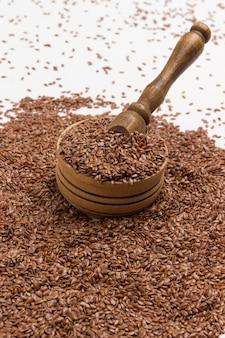 Leinsamen quelle von omega-3, ballaststoffen und pflanzlichen fetten