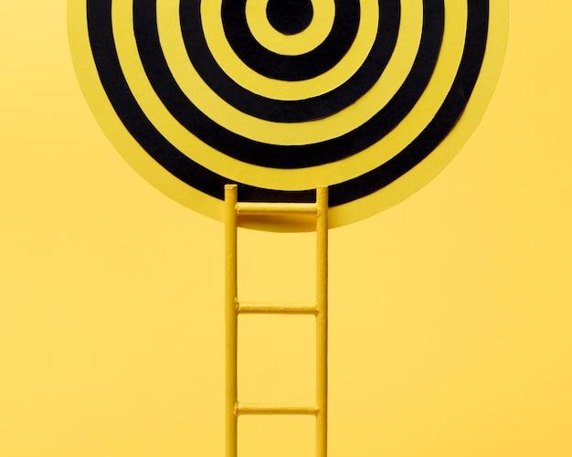 Leiter erreicht dartscheibe