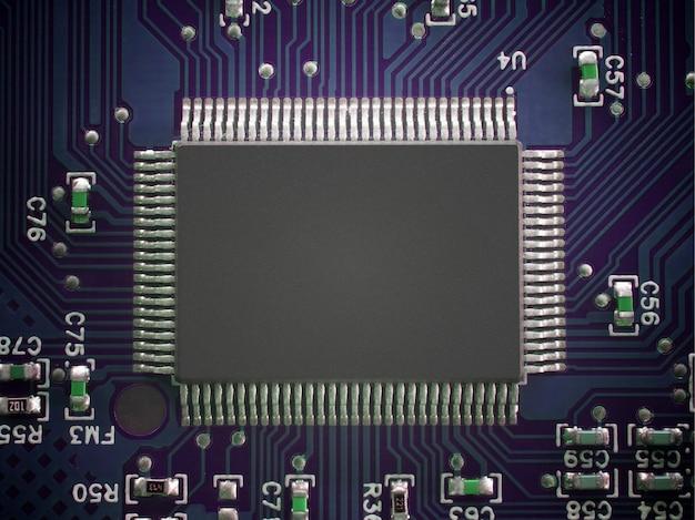 Leiterplatte mit mikrochip. draufsichttechnologie-konzepthintergrund.