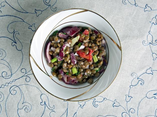 Lentejas veraniegas,spanischer salat mit linsen