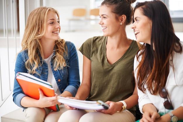 Lernen mit den besten freunden lacht immer