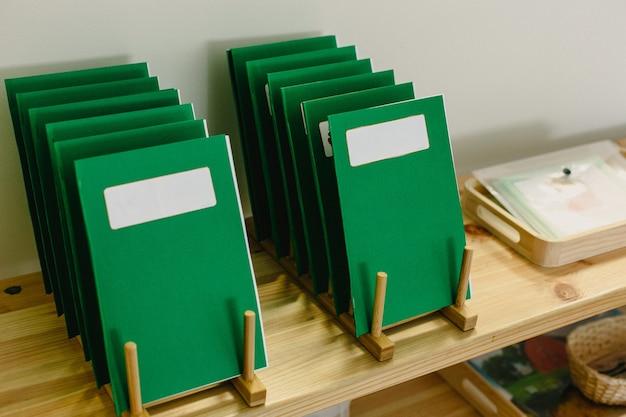 Lernmaterialien in einer montessori-methodologie-schule