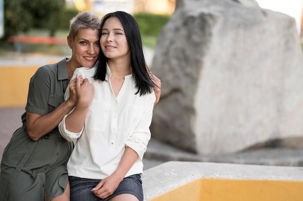 Lesbenpaar genießt die zeit
