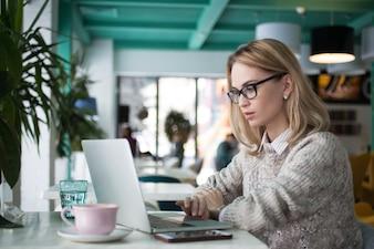 Lesen erwachsene Person Unternehmer Job