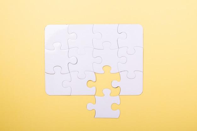 Letztes stück puzzle weiß