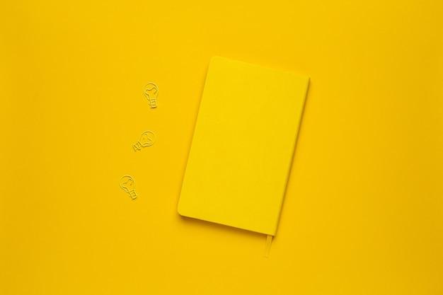 Leuchtende gelbe note
