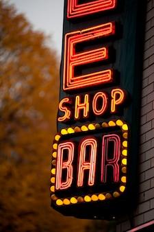 Leuchtreklame in manhattan, new york city, usa