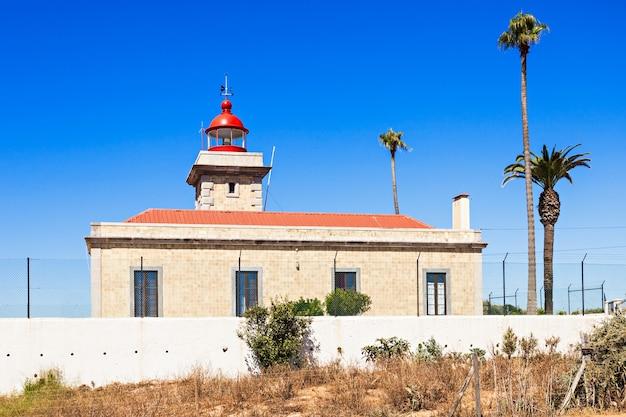 Leuchtturm bei ponta da piedade in lagos, algarve-region in portugal