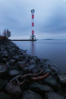 Leuchtturm blankenese. der leuchtturm an der elbe in blankenese, hamburg, deutschland, europa