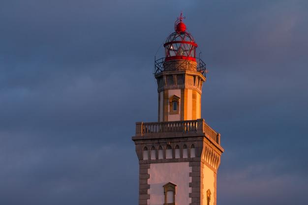 Leuchtturm von hondarribia am berg jaizkibel, baskenland.