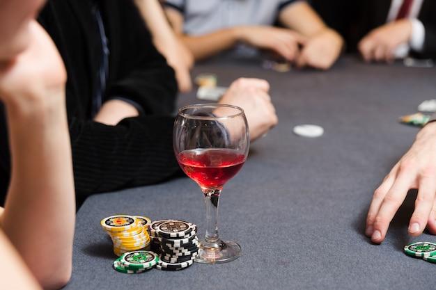 Leute, die poker spielen