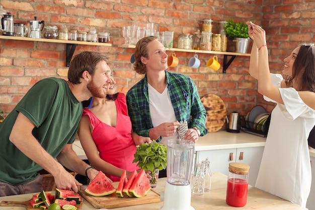 Leute in der küche