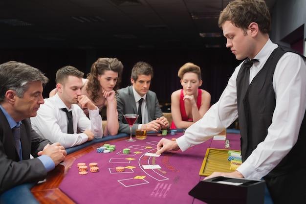 Leute spielen poker