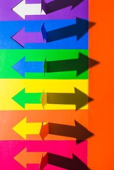 Lgbt-farben und papierpfeile