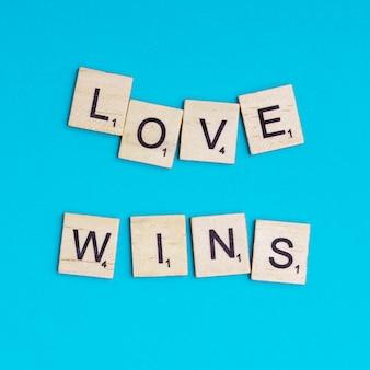 Lgbt-slogan love wins-schriftzug