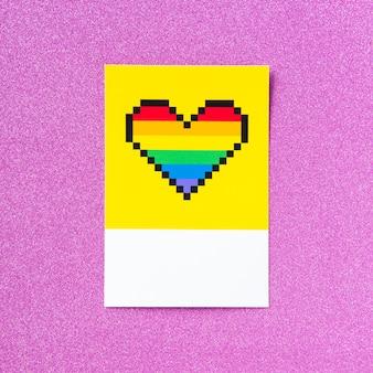 Lgbt-stolz-regenbogenherz mit pixel