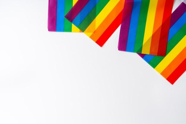 Lgbtq-flagge und -symbol in der tischansicht