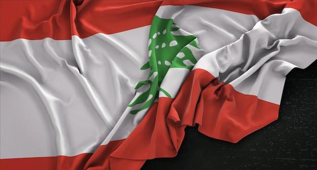 Libanon-fahne geknickt auf dunklem hintergrund 3d render