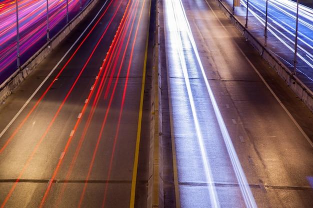 Licht von autoscheinwerfern