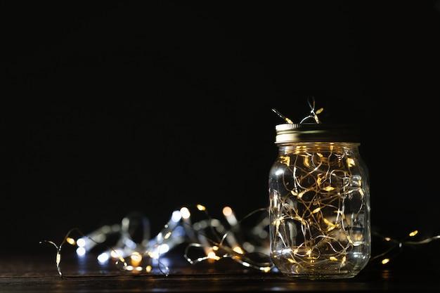 Lichterkette in einem glas. weihnachten / happy new year dekoration hintergrund.