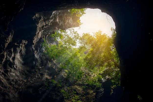 Lichtstrahlen in der höhle