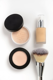 Lidschatten, make-up und pinsel