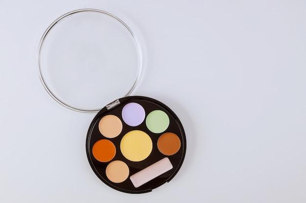 Lidschatten-palette für make-up-künstler matte schatten nahaufnahme des make-up-produkts